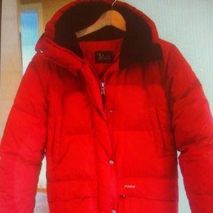 Peak dun jacka  - röd  - mycket varmt dun  - ordinarie pris 4500kr!!!