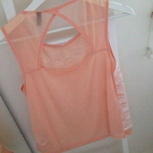 Fint rosa linne från hm. Spets på framsidan och