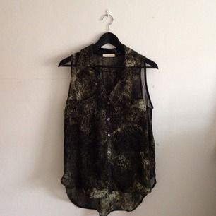 Transparent linne från New York, mörkgrönflammigt tyg
