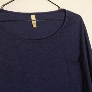 Mörkblå baströja m ficka, köpt i Bangkok, använd 1 gång.