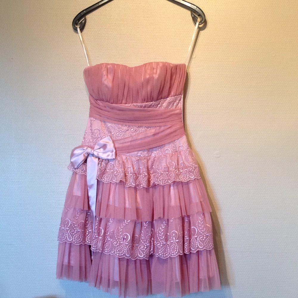 4d314694b065 Rosa axelbandslös klänning som är handsydd använd en gång. Köpt för 3000,  Insydda kupor ...