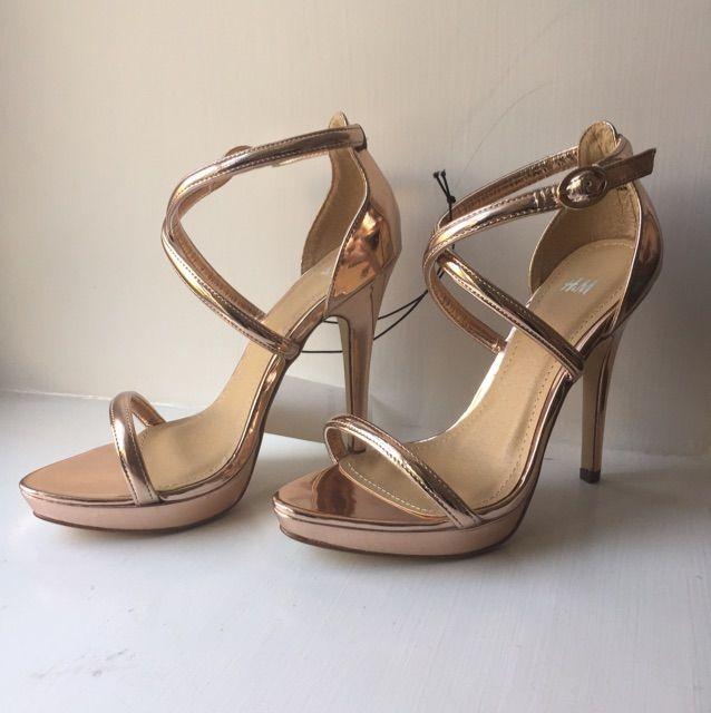 9e6ac40c471f Sandaletter i roséguldfärgad lack. 10 cm klack. Storlek 37 Aldrig använda,  etikett sitter ...