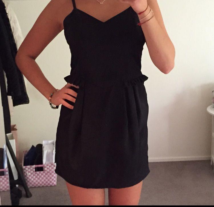 282106c8c70b Superfin enkel svart klänning. Använd 1 gång.. Klänningar.
