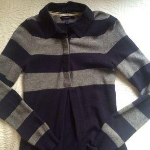 Mjuk klänning från GANT. Perfekt till hösten och vintern!   100% lammull