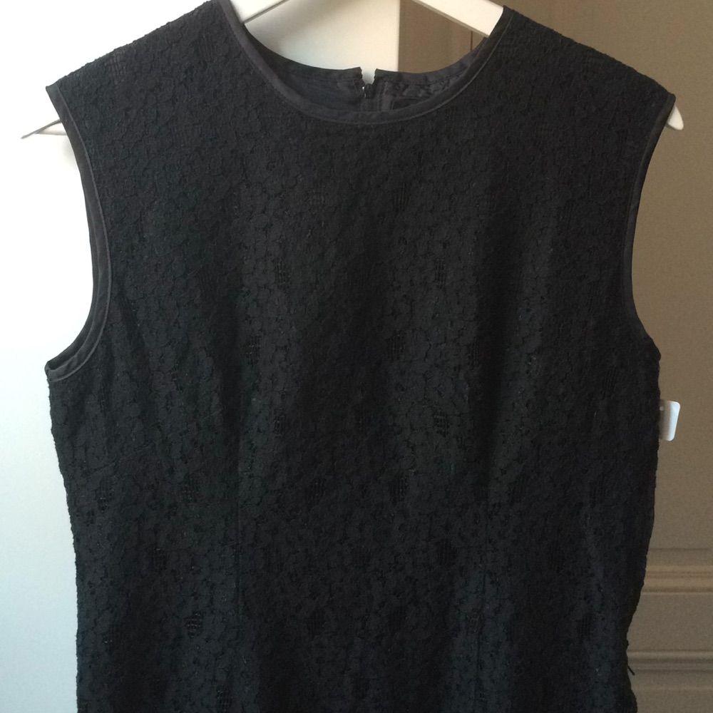 Svart spetsklänning från POP i strl 2 (motsvarar M). Använd endast ett fåtal gånger. I nyskick. . Klänningar.
