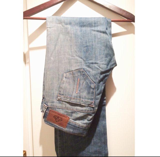 Den klassiska Fornarina byxan!   Raka i benen, låg midja, jättesnygga på!. Jeans & Byxor.