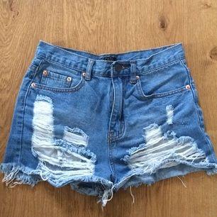 Superfina shorts köpta i USA i våras. Aldrig använda. För små för mig nu. Liten i storleken.