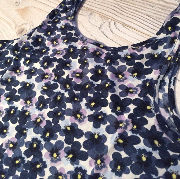 Blommigt linne från H&M 🌸🌺💐. Toppar.