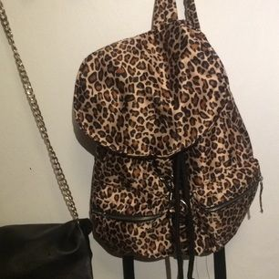 Väldigt rymlig ryggsäck som är nästan helt oanvänd!