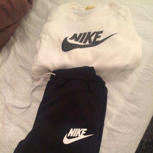 Helt ny Nike kläder  . Kostymer.