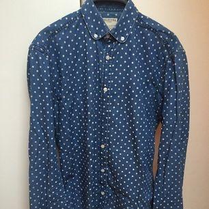 Prickig skjorta i S från Selected Homme