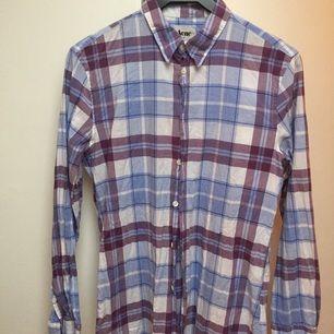 Mönstrad skjorta från Acne i storlek 48