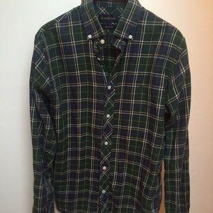 Mörkgrön skjorta från Henri Lloyd med Buttondown