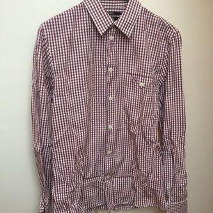 Rutig skjorta från Filippa K. Tyvärr ostruken på bild men tjock och gedigen bomull är det