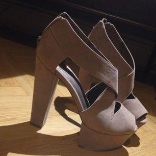 Beiga skor i fint skick, knappt använda