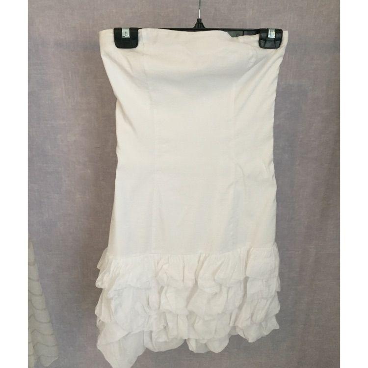 778d60f33e09 Axelbandslös klänning. Använd 1 - Klänningar - Second Hand
