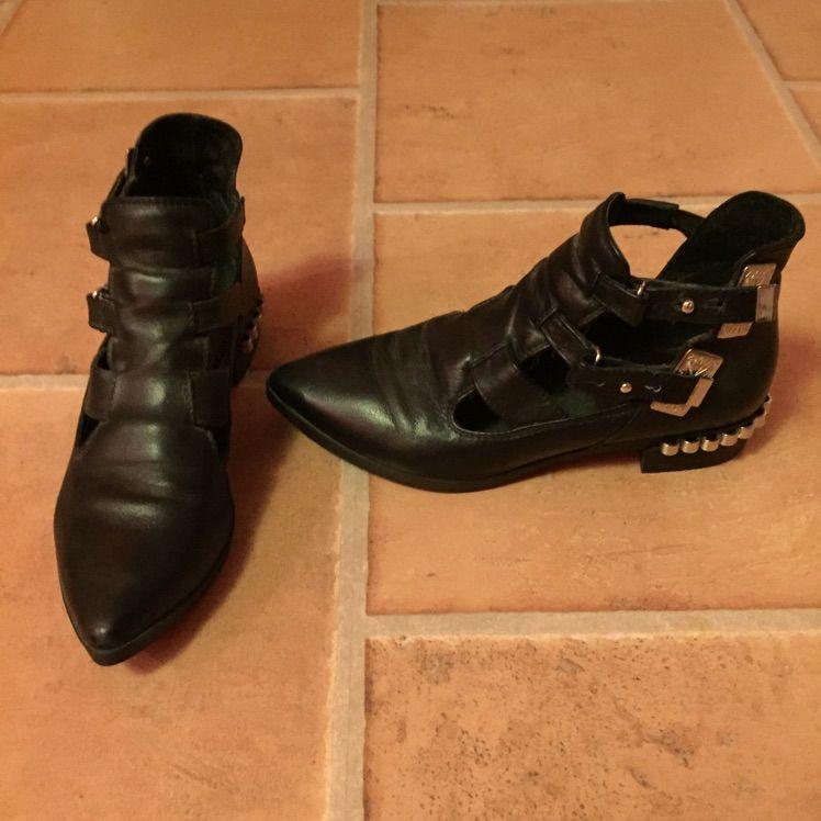 Skor från Bikbok kollektion. Använda 3ggr så är som nya!. Skor.