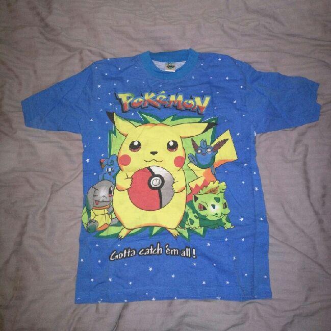 Pokémon tröja Barn storlek XL, passar en vuxen XS-S Samma motiv på ryggen. T-shirts.