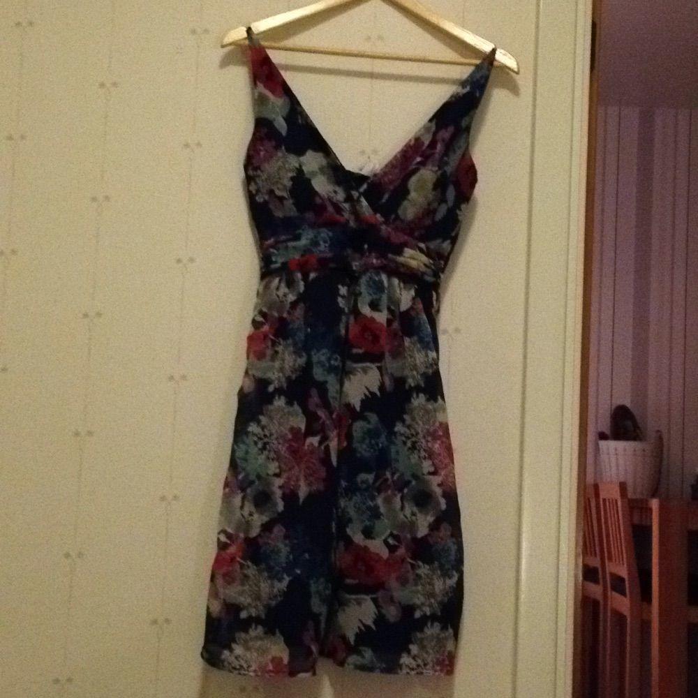 29124b2f591f Fin klänning från Vero Moda. Aldrig - VERO MODA Klänningar - Second Hand