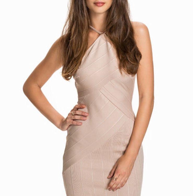 c614344f6a76 Säljer en jättefin beige klänning som aldrig kommer till användning!