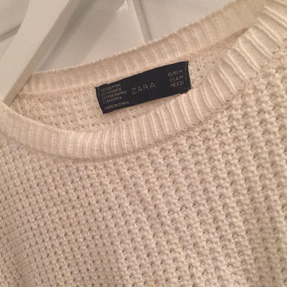 Lite äldre tröja ifrån Zara. Säljer då jag aldrig använder den längre. Har varit använd en del men ändå i bra skick!. Tröjor & Koftor.