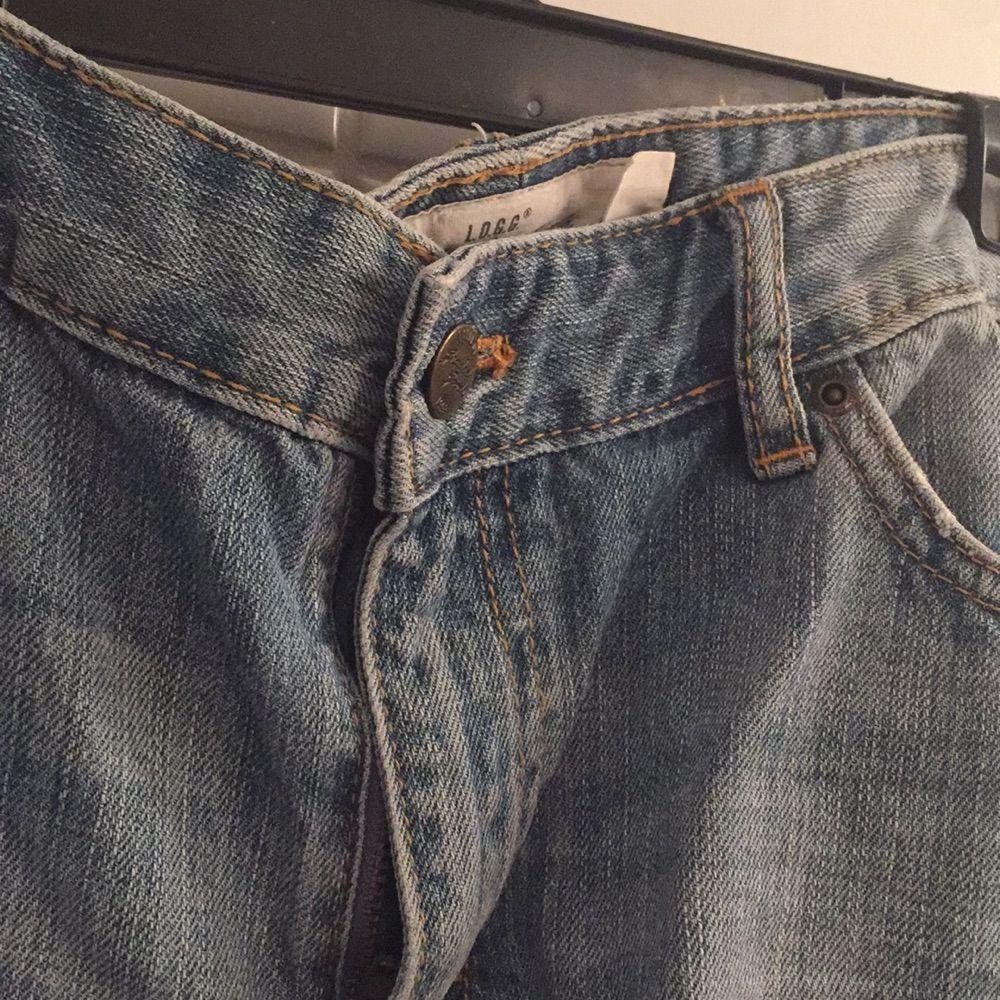 Säljer ett par Jeansshorts ifrån H&M då jag knappt aldrig använt dom. Mycket fint skick! Storlek 29 eller 36/38 typ. Shorts.