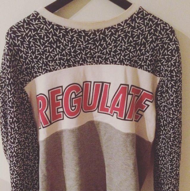 Säljer tröjan från H&M, storlek medium . Huvtröjor & Träningströjor.