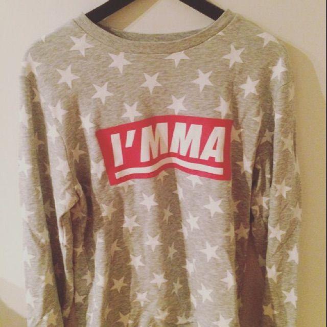 Säljer tröja från H&M, storlek medium . Huvtröjor & Träningströjor.