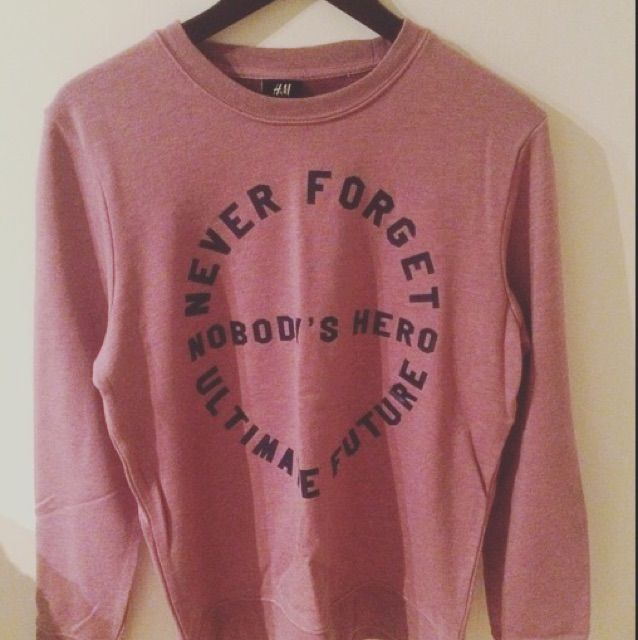 Säljer denna tröja från H&M, storlek medium. Huvtröjor & Träningströjor.