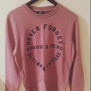 Säljer denna tröja från H&M, storlek medium