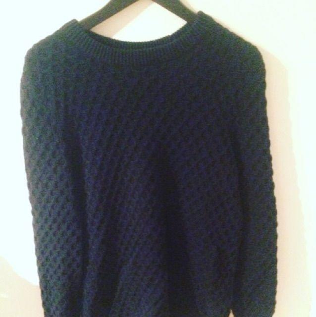 Säljer stickad tröja från H&M, storlek medium . Huvtröjor & Träningströjor.
