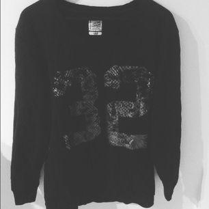 Säljer tröja från Carlings, storlek medium