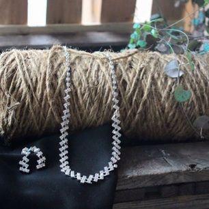 Säljer detta vackra smyckes sätt, bilden är tagen från mitt UF företag  https://m.facebook.com/MarcDina-1608810906048960/