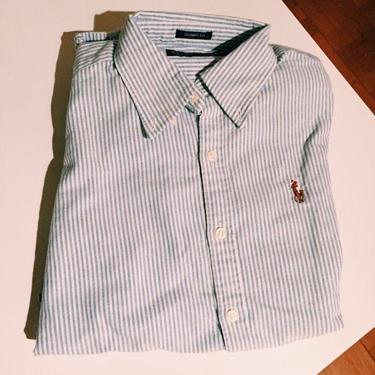 Blå vit randig skjorta från Ralph Lauren. Använd 1 gång! KONTAKT  0768138851 9f34136718622