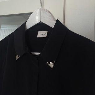 Skjorta med silver detaljer