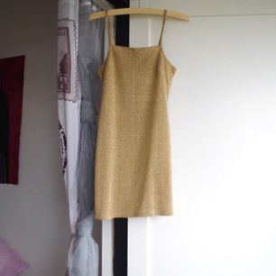 Guldig mini-klänning. Köpt från humana.