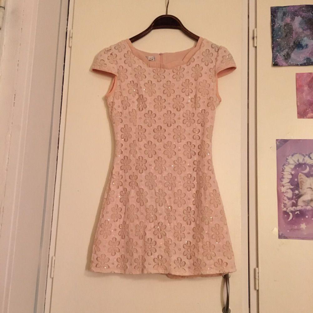 af92b8d030e2 vacker rosa figursydd klänning - Klänningar - Second Hand
