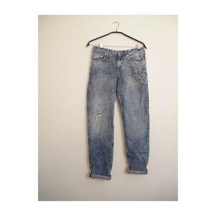 Boyfriend jeans från H&M, aldrig använda. (Byxbenen är inte sena, bara uppvikningen) Frakt 70kr✨