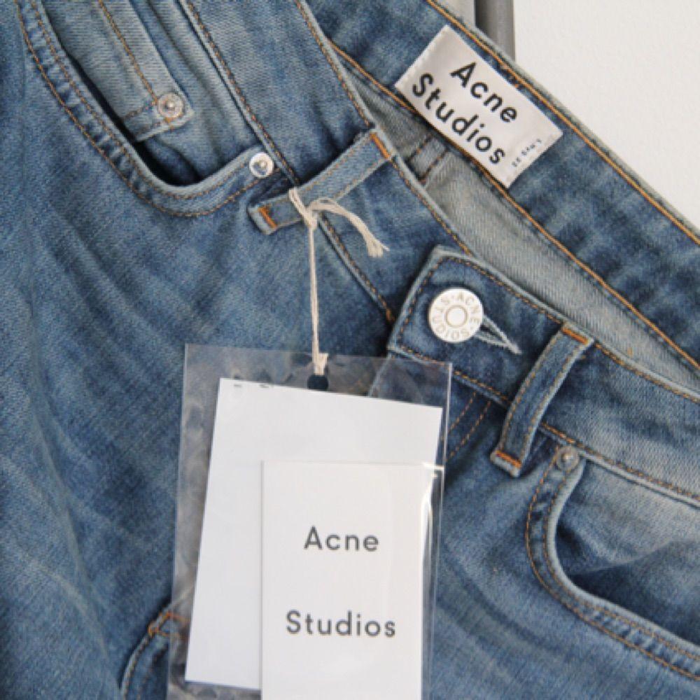 acne jeans pris