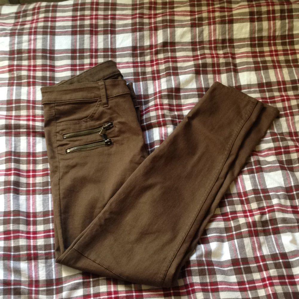 Säljer dessa skit snygga militär färgade byxor från hm helt nya och aldrig  använda. Jeans ... 0ef0078cd766d