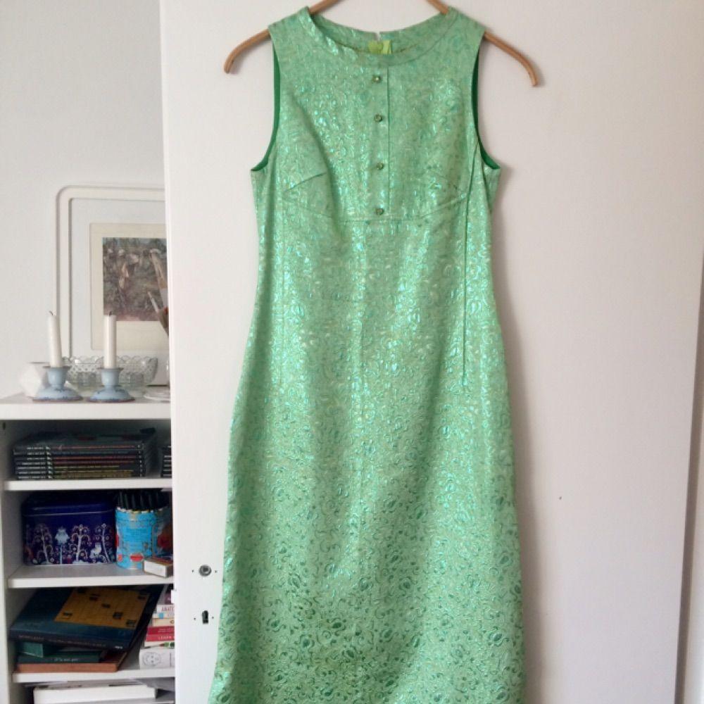 60-tals vintage balklänning. Går ungefär till vristerna och har slitsar på  båda sidor ... 036c18d7b86c7