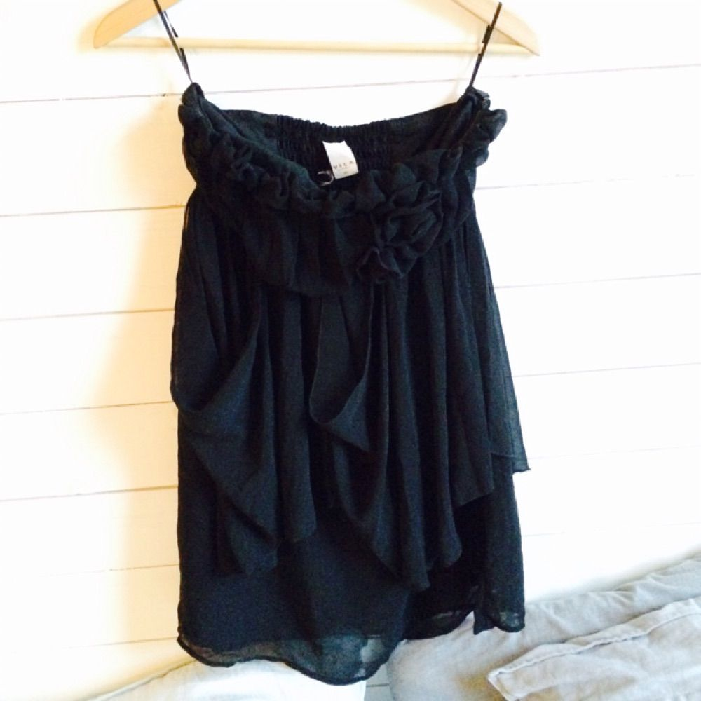 f7589fb0669e Superfin kort svart klänning/balklänning från Vila. Använd en halv dag ( balen i ...