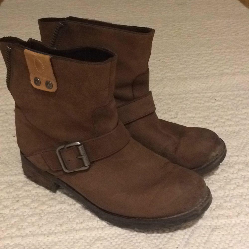 Snygga Calvin Klein boots Köpte för 1600kr . Skor.