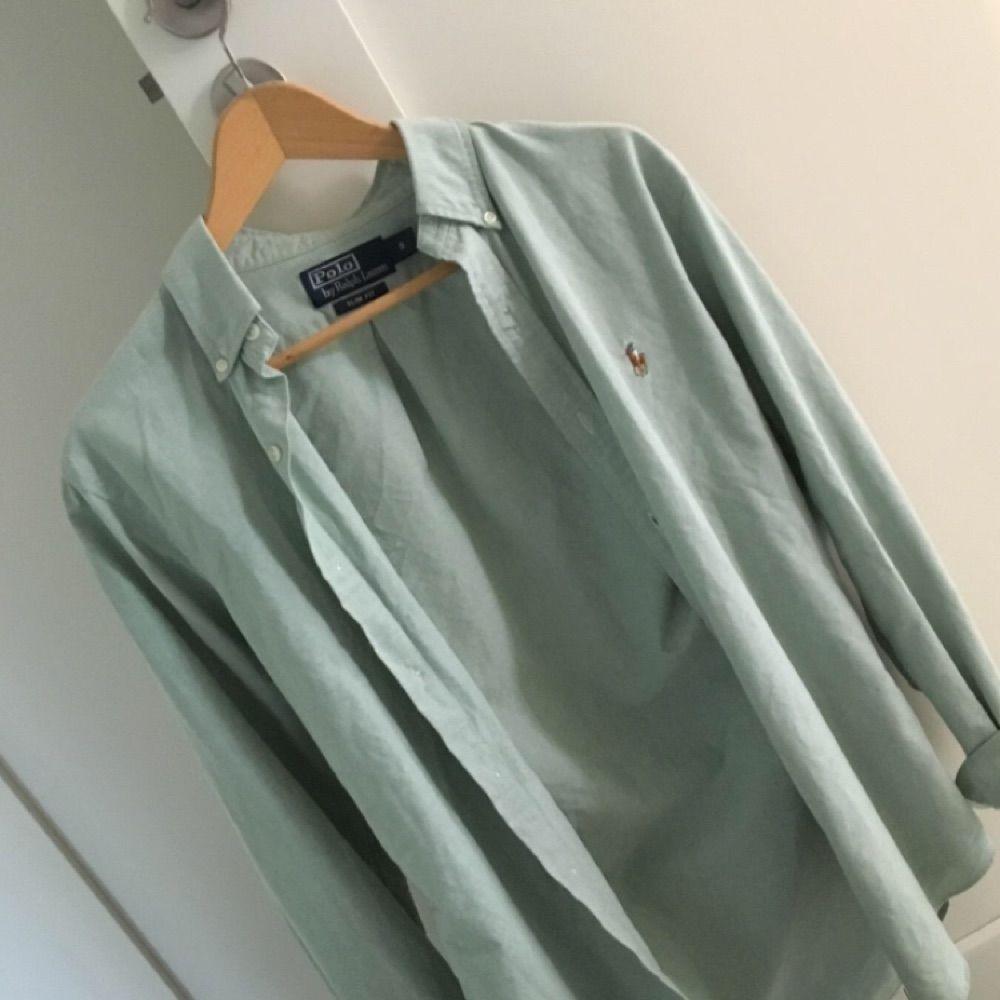 Mintgrön skjorta från Ralph lauren. Modell herr slim fit i S men jag som  kvinna ... dde061569d0af
