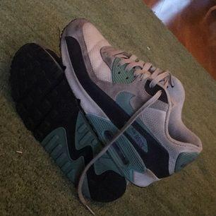 Nike air Max 90 Inget är sönder. Enkla att tvätta. Kika mig vid intresse så diskuterar vi priset. Kik: Lauraplick Möts upp på söder eller så fraktar jag (köparen står för frakten)