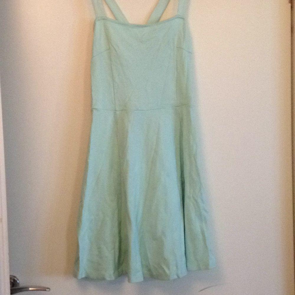 5580a0e5f273 Fin och simpel klänning i en fin och mjuk turkos färg. Klänningen är från hm  ...