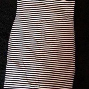 Högmidja kjol. Elastisk. Från gina tricot