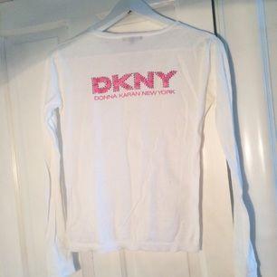 DKNY kofta, knappt använd! Tunn och fin i tyget