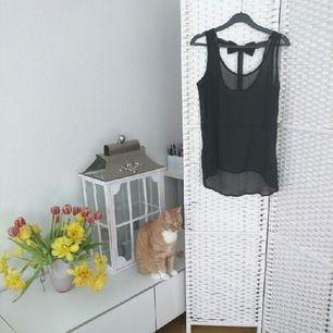 Transparent linne med rosett på ryggen  Använd en gång