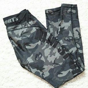 ♡ Jätte snygga kompressions tights med camo mönster (Army green) och låg midja från MM Sports. köpa för 800kr och endast använda två gånger.